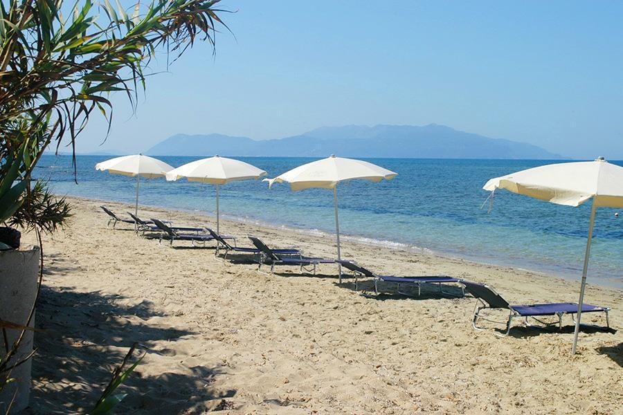 Camping Village Kalamitsi Beach