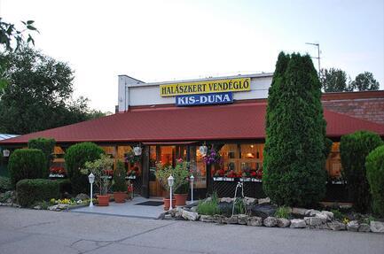 Kis-Duna Motel & Cp. Halászkert Vendéglö